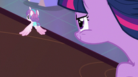 Twilight Sparkle flying after Flurry Heart S7E3
