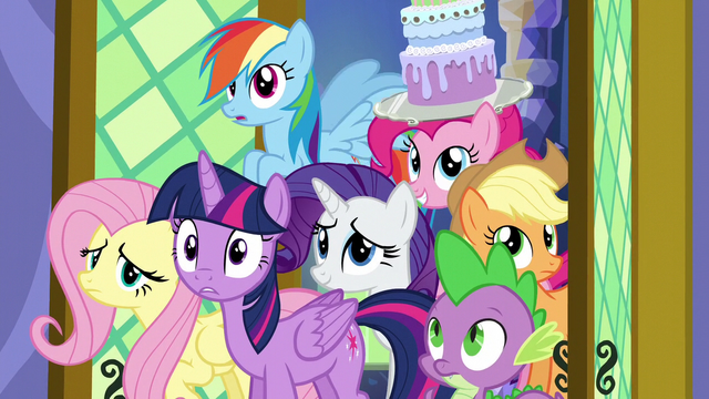 File:Twilight surprised by the new dining room S5E3.png