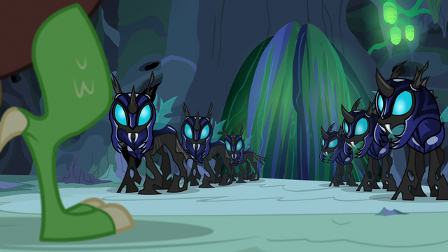 File:Discord appears before the changeling guards S6E26.png