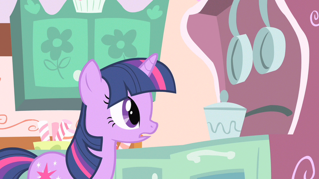File:Twilight what she's doing S1E20.png