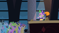 Spike telling the story S2E11