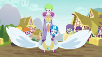 Rarity's swan cart opens its wings S6E14