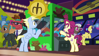 Resort ponies playing arcade claw game S6E20