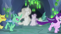 Angry changelings chase Starlight Glimmer S7E1