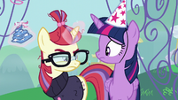 Moon Dancer crumples her party hat S5E12