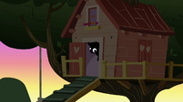 Scootaloo's head sticking out S3E4
