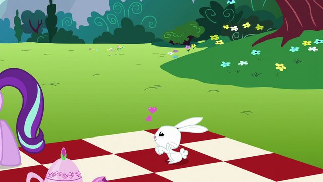 File:Angel Bunny lovestruck S6E6.png