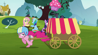 Pinkie runs quickly away from her friends S5E19