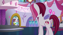 Posh Pony enters Canterlot Carousel S5E14