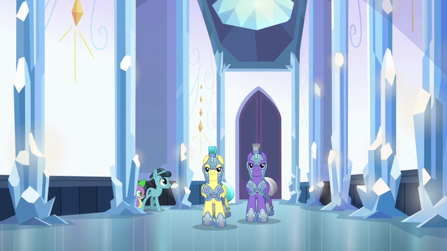 File:Royal guards walk through the palace halls S6E16.png