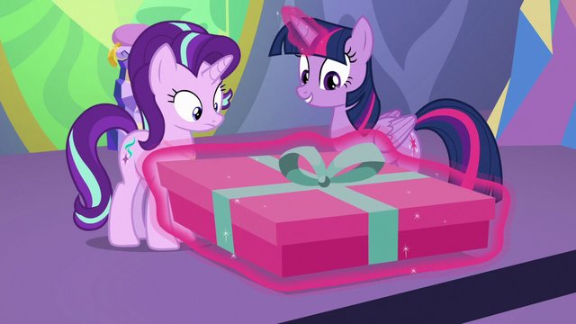 File:Twilight giving Starlight her present S7E1.png