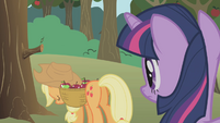 Applejack's head hangs low S1E04