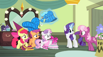 Cheerilee informs the CMC S4E19
