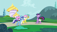 Minuette, Twinkleshine and Lemon Hearts invite Twilight S5E12