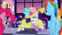 Rarity and Twilight hug awww S2E9