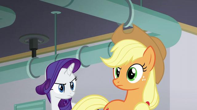 File:Applejack looking suspicious S6E10.png