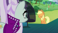 Applejack nodding her head S5E24