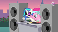 Pinkie Pie and DJ Pon-3 S02E26