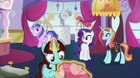 Rarity discusses her plans with Sassy Saddles S5E14