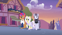 Starstreak, Lily, and Inky see Applejack approaching S7E9