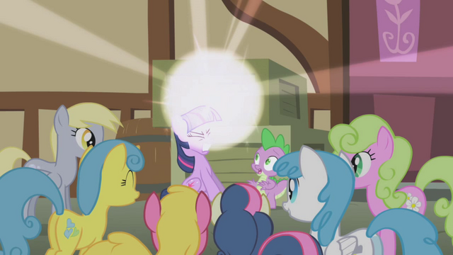 File:Twilight Sparkle beginning to teleport S1E3.png