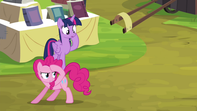 File:Pinkie Pie looking for witnesses S4E22.png