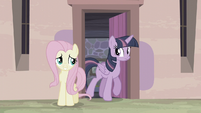 Twilight steps out of the house S5E2