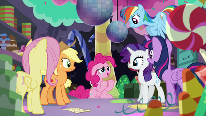 Pinkie thanks her friends S5E11.png