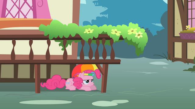 File:Pinkie Pie hiding under a platform S1E15.png
