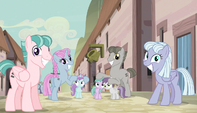 Unmarked ponies cover fillies' ears S5E1
