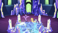 Twilight lowers back to the floor S5E16