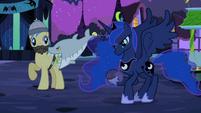 Luna aiming S02E04