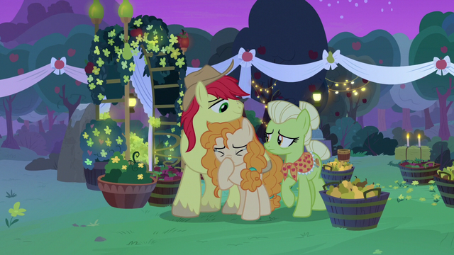 File:Pear Butter crying tears of heartbreak S7E13.png