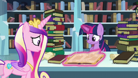 Twilight reads through the tome S6E2