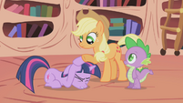 Applejack consoling Twilight S1E03