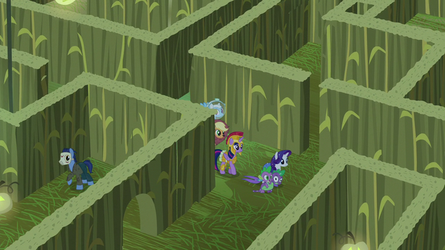 File:Main cast wandering the corn maze S5E21.png