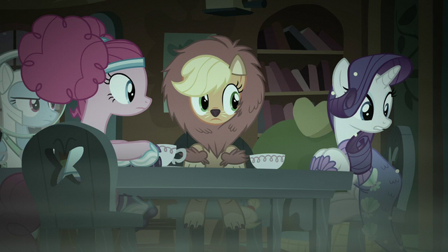 File:Rarity looking at her costume S5E21.png