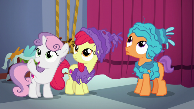 File:Sweetie Belle signaling Scootaloo S6E4.png