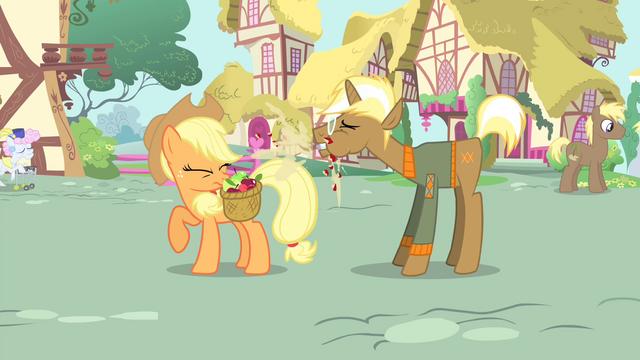 File:Trenderhoof eats an apple S4E13.png