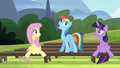 """Rainbow """"I give it a 'whoa, whoa, what'?"""" S4E21.png"""