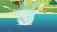 Apple Bloom falls into the water S4E20