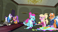 Ponies arguing angrily in the boutique S6E9