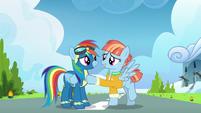 Windy Whistles thanking Rainbow Dash S7E7