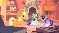 Applejack doesn't like the mudmasks S1E08