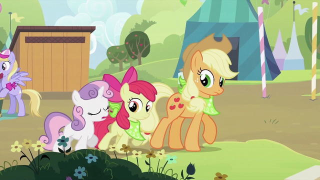 File:Sweetie Belle, Apple Bloom and Applejack walking together S2E05.png