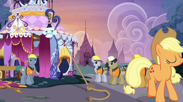 File:Construction ponies amazed by Applejack's strength S7E9.png