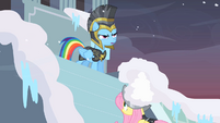 Private Pansy snow helmet S2E11