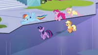 Rainbow warns her friends about the inspector S03E12