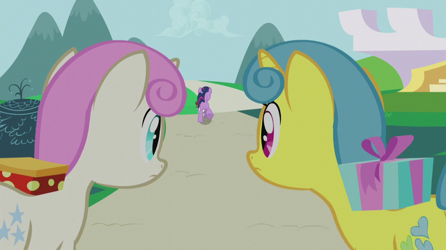 File:Lemon Hearts and Twinkleshine watch Twilight run away S5E12.png