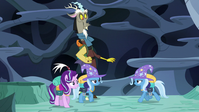 File:Trixie-Thorax regroups with his friends S6E26.png
